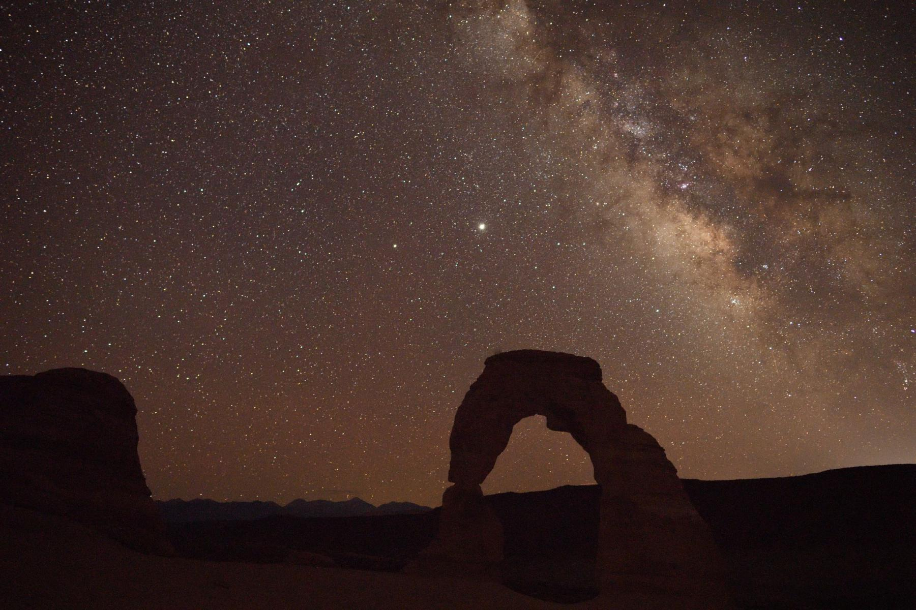 Click image for larger version  Name:Delicate Arch Milky Way.jpg Views:58 Size:286.4 KB ID:143375