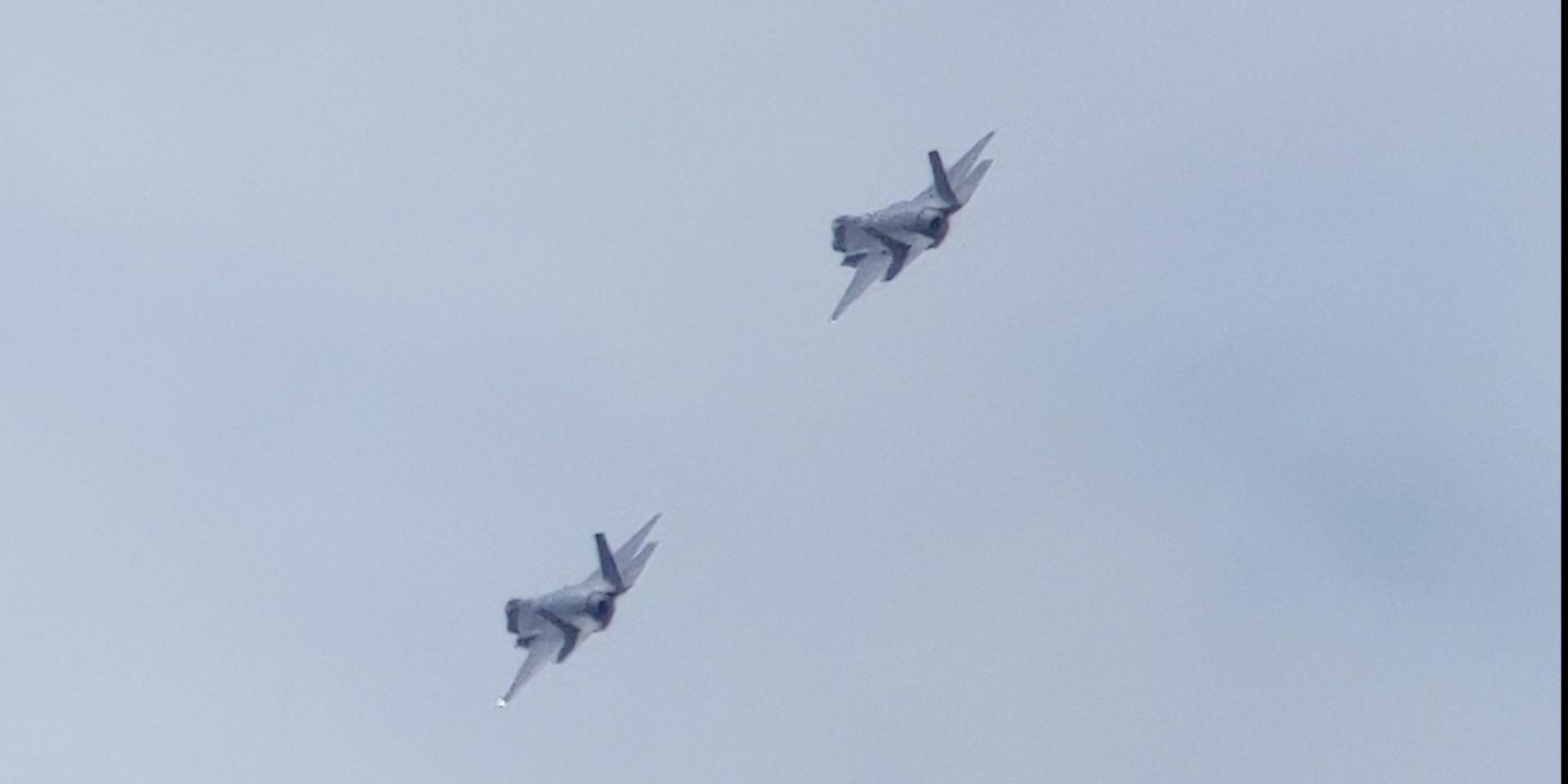Click image for larger version  Name:Jet Flyover1.jpg Views:35 Size:59.7 KB ID:141659